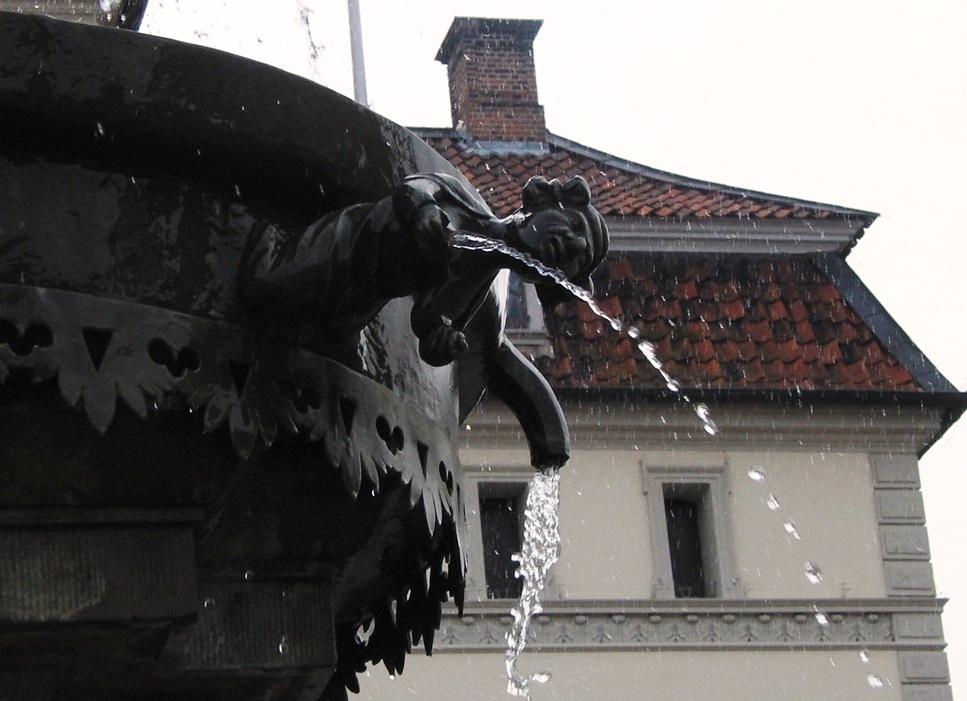 Haben Sie sich den Lunabrunnen schon mal genauer angesehen?